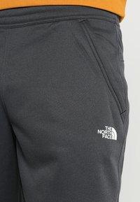 The North Face - MENS SURGENT CUFFED PANT - Träningsbyxor - dark grey heather - 5