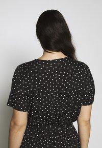 Dorothy Perkins Curve - WRAP SPOT  - Robe longue - black/white - 3