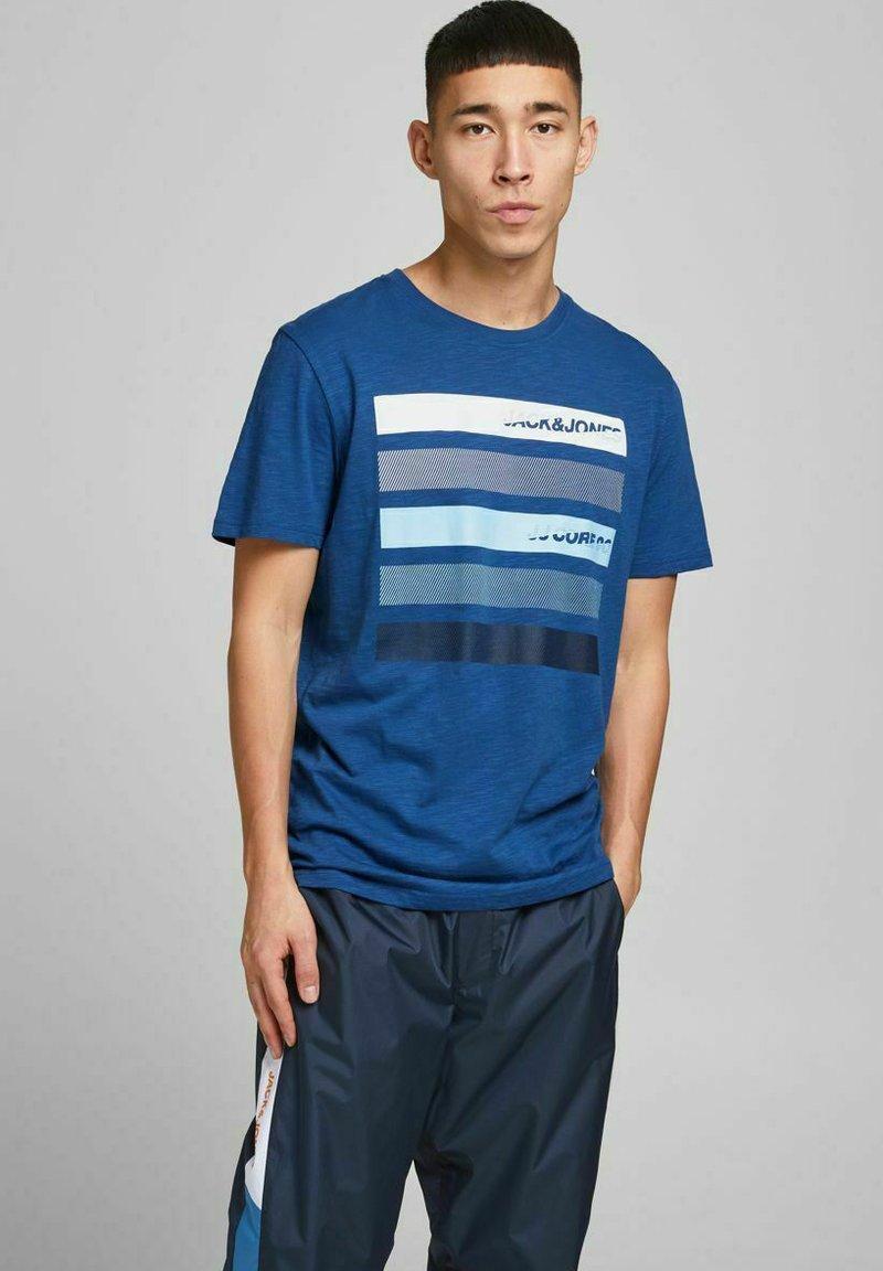 Jack & Jones - Print T-shirt - galaxy blue