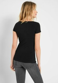 ORSAY - Basic T-shirt - schwarz - 2