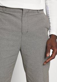 Weekday - TUCKER CHECKED TROUSERS - Kalhoty - black - 4