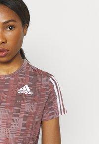 adidas Performance - TEE - Camiseta estampada - scarlet/white - 7