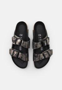 Birkenstock - ARIZONA  - Pantofle - vintage metallic/black - 5