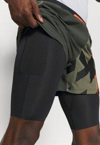 Under Armour - RUN ANYWHERE SHORT - Sportovní kraťasy - khaki - 5