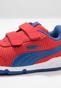 Puma - STEPFLEEX 2 UNISEX - Kuntoilukengät - high risk red/galaxy blue/white - 5