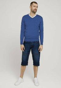 TOM TAILOR - MORRIS  - Denim shorts - mid stone wash denim - 1