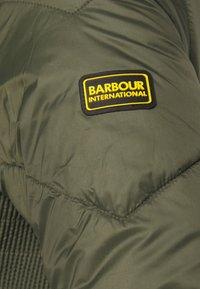 Barbour International - MILLER QUILT - Lehká bunda - vine - 4