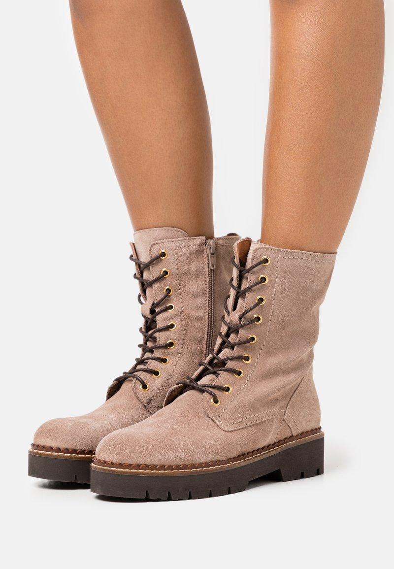 Anna Field - LEATHER - Kotníkové boty na platformě - taupe