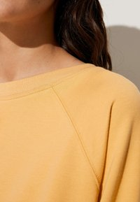 OYSHO - Collegepaita - mustard yellow - 3