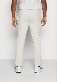 Jack & Jones Performance - JCOZTERRY TRACK SUIT SET - Dres - light grey - 4