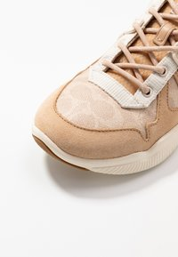 Coach - RUNNER - Trainers - sand/beechwood - 5