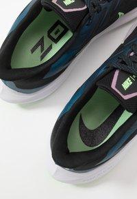 Nike Performance - ZOOM WINFLO  - Zapatillas de running neutras - black/vapor green/valerian blue - 6