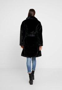 Guess - SHELLY COAT - Zimní kabát - jet black - 2