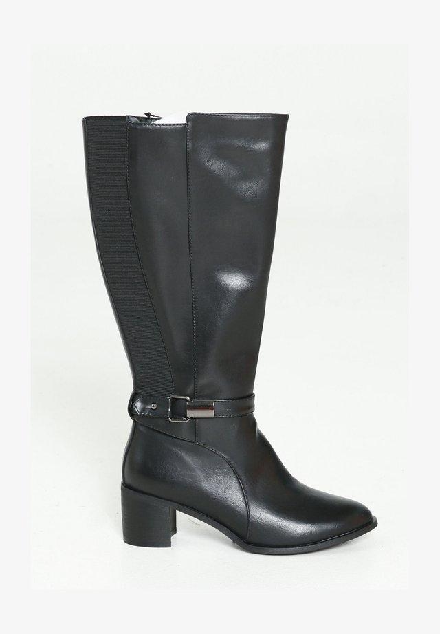MIT SILBERFARBENER SCHNALLE - Boots - black