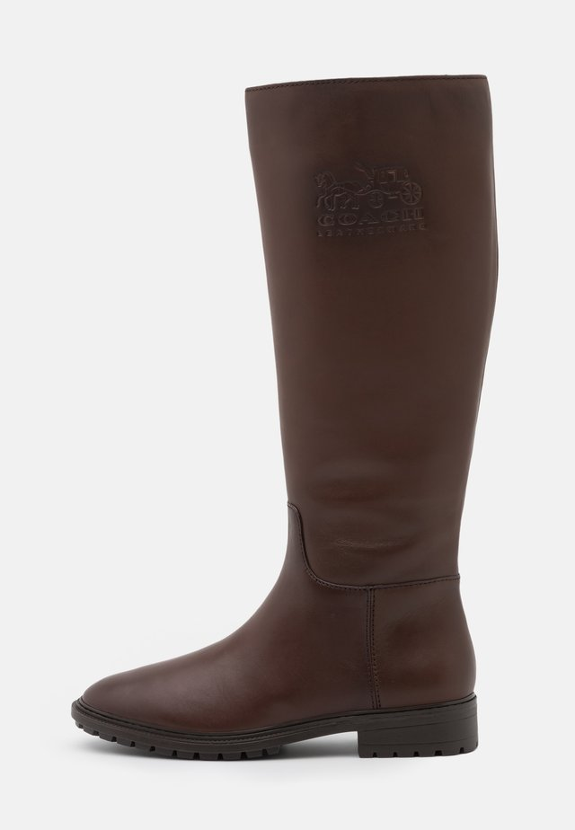 FYNN BOOT - Stiefel - walnut