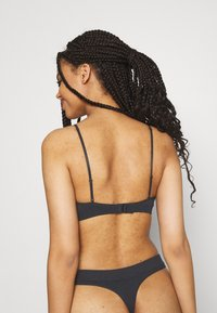 Weekday - CAT TRIANGLE BRA - Reggiseno a triangolo - black - 2