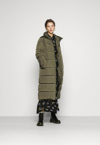 ONLY - ONLISABEL X-LONG 2IN1 PUFFER  - Winter coat - kalamata - 0