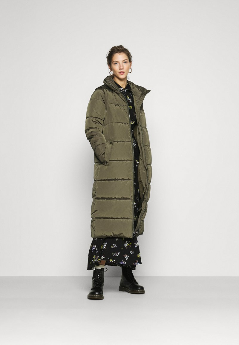 ONLY - ONLISABEL X-LONG 2IN1 PUFFER  - Winter coat - kalamata