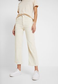 Levi's® - RIBCAGE STRAIGHT ANKLE - Trousers - ecru wide wale - 0
