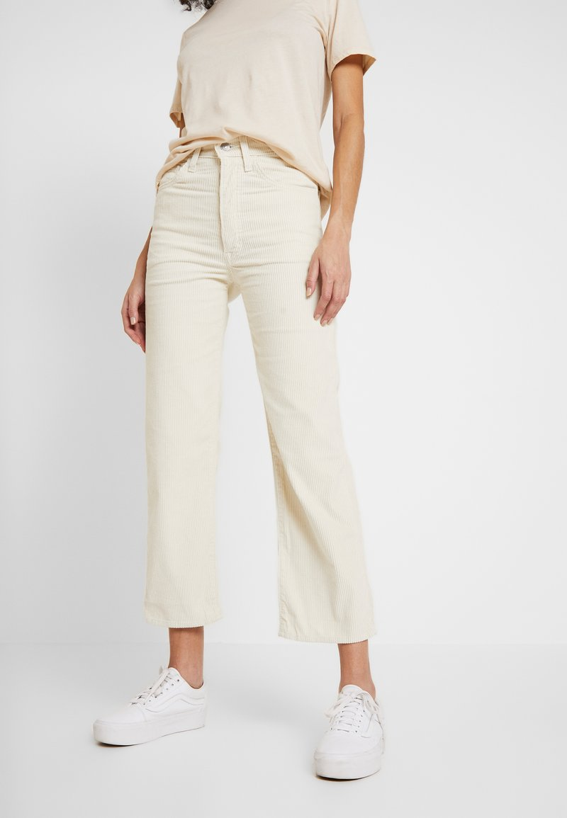 Levi's® - RIBCAGE STRAIGHT ANKLE - Trousers - ecru wide wale