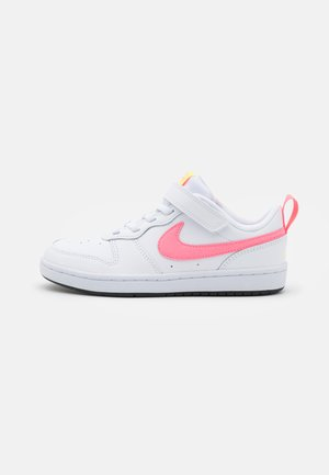 COURT BOROUGH 2 UNISEX - Zapatillas - white/sunset pulse/light zitron/black