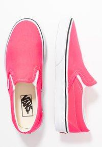 Vans - CLASSIC UNISEX - Slip-ons - knockout pink/true white - 3