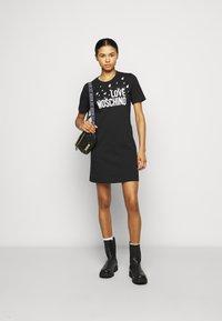 Love Moschino - Robe en jersey - black - 1
