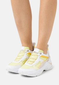 Tommy Hilfiger - FASHION - Sneakers laag - frosted lemon - 0