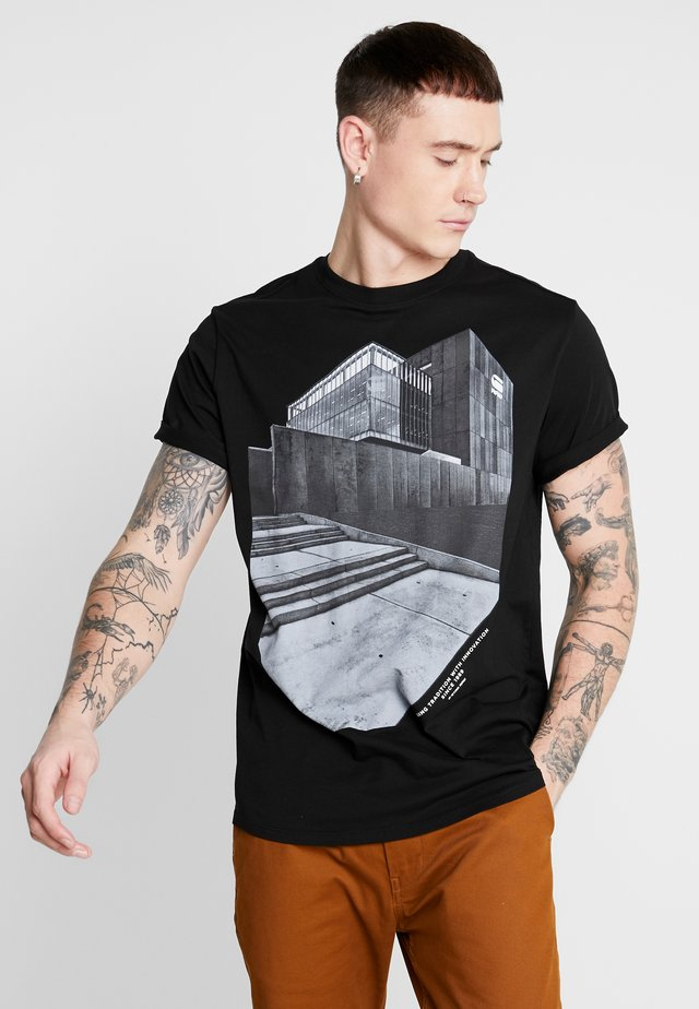 LASH BUILDING GR R T S\S - T-shirt con stampa - dk black