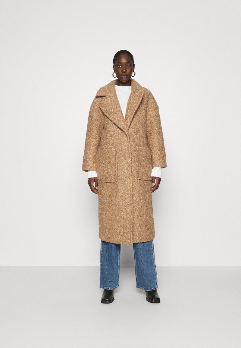 UGG - HATTIE LONG COAT - Klasický kabát - camel