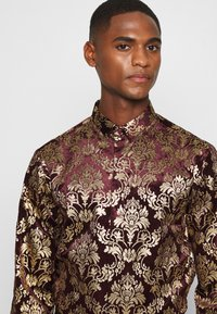 Twisted Tailor - HOLLAND - Chemise - wine - 4