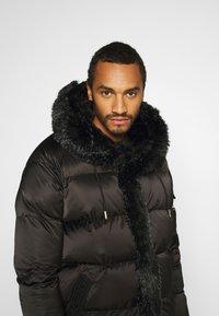 Glorious Gangsta - MAVIS  - Zimní kabát - black - 3
