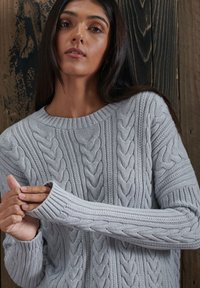Superdry - DROPPED SHOULDER CABLE CREW NECK - Neule - light dove grey - 1