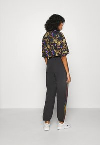 adidas Originals - PAOLINA RUSSO ADICOLOR SPORTS INSPIRED MID RISE PANTS - Pantalones deportivos - black - 2