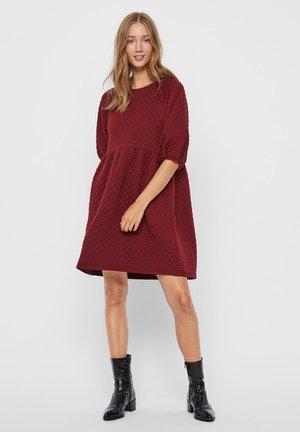 VMCAYLE DRESS - Day dress - cabernet