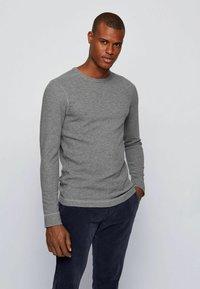 BOSS - TEMPFLASH - T-shirt à manches longues - light grey - 2