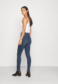 Noisy May - NMAGNES SKINNY SLIT - Jeans Skinny Fit - medium blue denim - 2