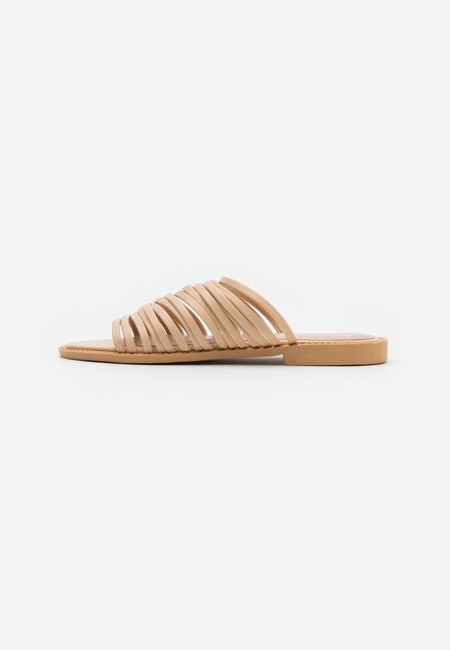 RIA - Pantofle - nude