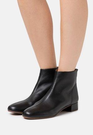ETTA GLOVE BOOT  - Kotníkové boty - true black