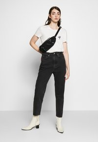 Weekday - MEG HIGH MOM WASHED BACK - Jeans Straight Leg - washed black - 1