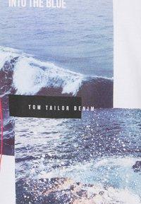 TOM TAILOR DENIM - WITH FOTOPRINT - Printtipaita - white - 6