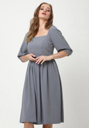 CHANTALE - Day dress - lichtgrau