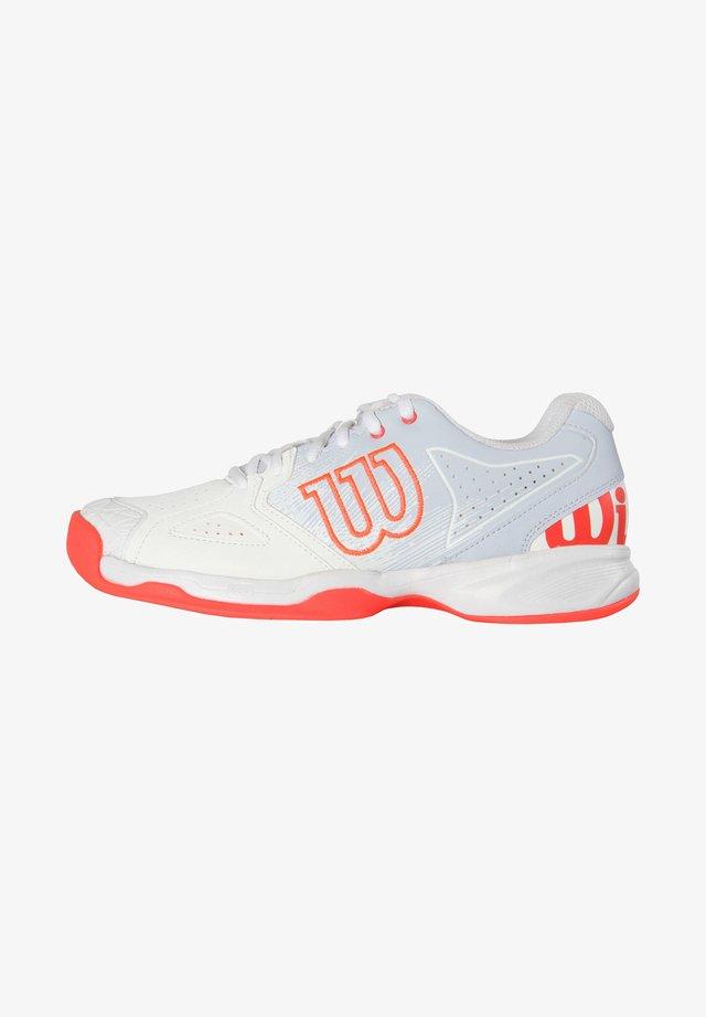 KAOS DEVO - Carpet court tennis shoes - weiss / rot (908)