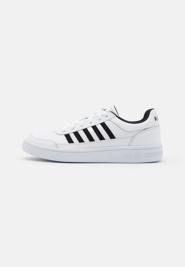 COURT CHASSEUR - Sneakers laag - white/black