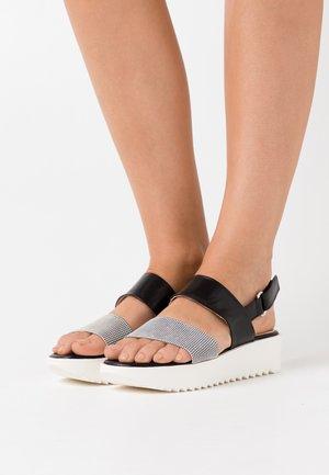 CAITRIN - Korkeakorkoiset sandaalit - weiß/pepita schwarz