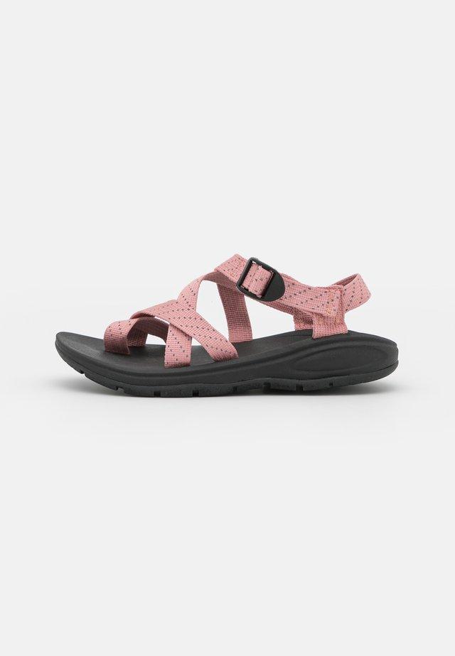 SUN - Sandály s odděleným palcem - blush