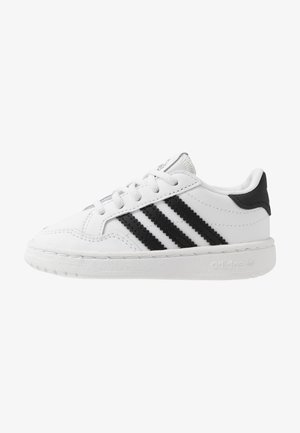 TEAM COURT - Nazouvací boty - footwear white/core black