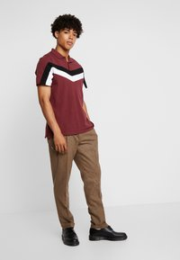 Shelby & Sons - TURN-UP  - Pantaloni - brown - 1