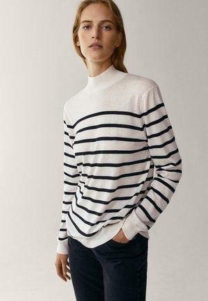 MIT STEHKRAGEN  - Pullover - white