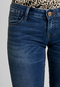 ONLY - ONLCORAL SUPERLOW - Vaqueros pitillo - dark blue denim - 3